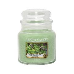 Ароматическая свеча Yankee Candle Wild Mint Medium Jar Candle (Объем 411 г) 411 мл свечи yankee candle свеча средняя в стеклянной банке мандарин и клюква mandarin cranberry 411 гр 65 90 часов