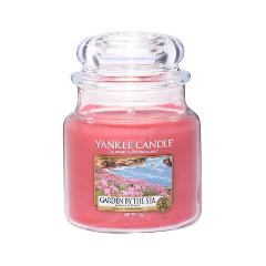 Ароматическая свеча Yankee Candle Garden By The Sea Medium Jar Candle (Объем 411 г) the kissing garden