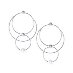 Серьги Aqua Серебристые серьги-кольца с жемчугом кольца кюз дельта 114454 d