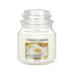 где купить Ароматическая свеча Yankee Candle Spiced White Cocoa Medium Jar Candle (Объем 411 г) по лучшей цене