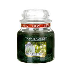 Ароматическая свеча Yankee Candle The Perfect Tree Medium Jar Candle (Объем 411 г) the perfect holiday