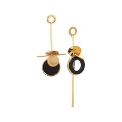 Серьги Nuance Асимметричные серьги с золотисто-черными подвесками серьги с подвесками jv серебряные серьги с ониксами куб циркониями и позолотой or 3644 a ox 001 pink