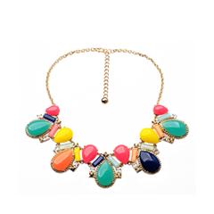 Колье InLoveNY Колье с разноцветными кристаллами каплевидной формы inloveny колье