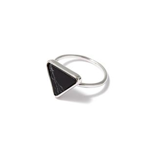 Кольца SKYE Кольцо с черным треугольником 16 (Размер 16) кольца skye кольцо с белым треугольником размер 0