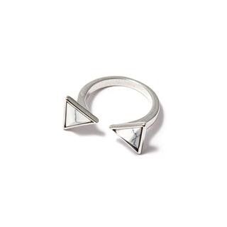 Кольца SKYE Незамкнутое кольцо с белыми треугольниками кольца skye кольцо с белым треугольником размер 0