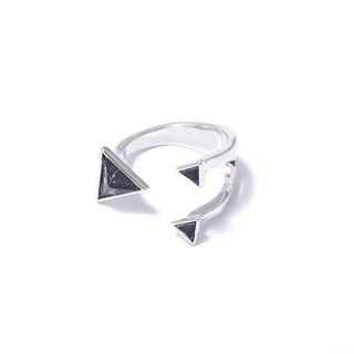 Кольца SKYE Незамкнутое кольцо с черными камнями кольца skye кольцо с белым треугольником размер 0