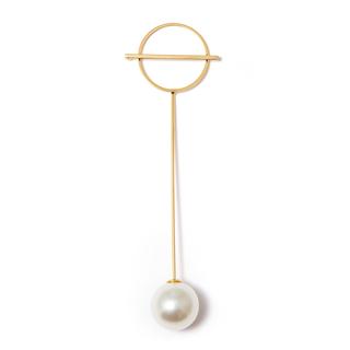 Фото Броши SKYE Золотистая брошь-булавка с большой жемчужиной